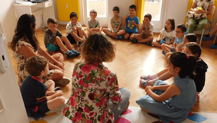 Какво е емоционална интелигентност и защо да я развиваме в децата си?