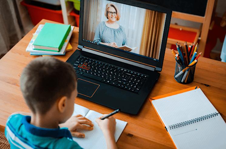"""COVID-19 и предизвикателството """"онлайн обучение"""""""